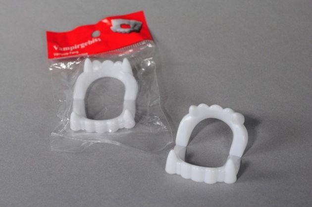 Vampire teeth in pb