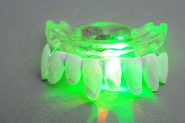 LED light teeth op kaart (3ass.)